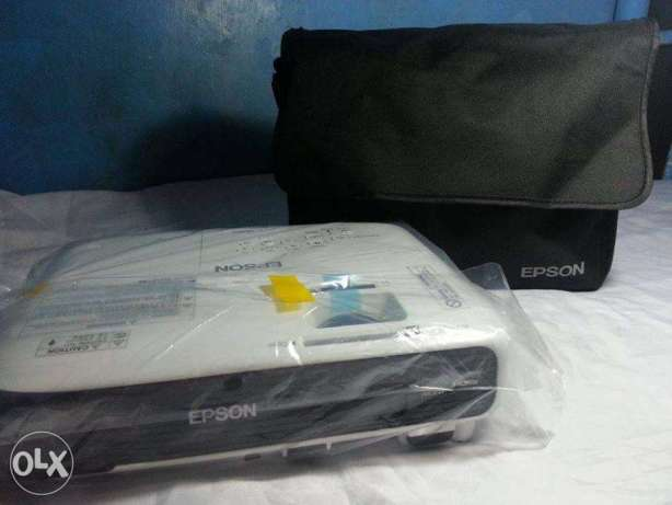 Bnew Epson EBX04 3LCD Projector 3000 lumens DLP HDMI Infocus Acer