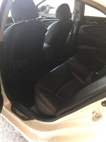 2011 Hyundai Sonata Theta 2 with sunroof and low mileage